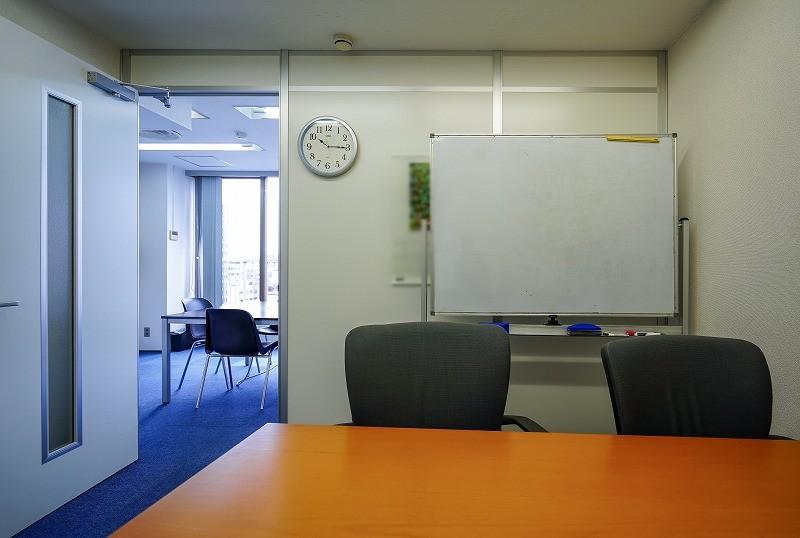 【居抜き】人形町~水天宮、約40坪。<br>2サイズの会議室と広いバルコニー付き!