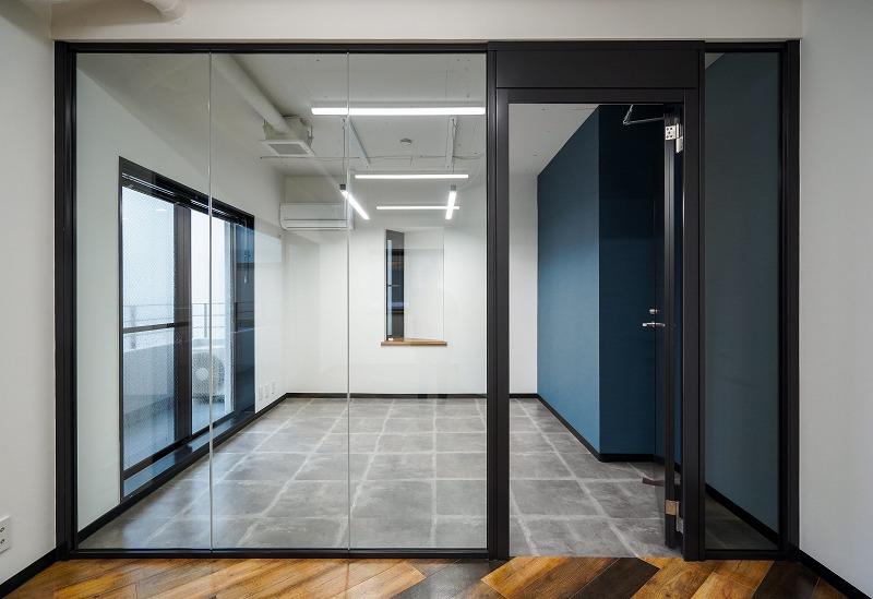 【セットアップ】外苑前~青一、約20坪。 コンパクトでも会議室と男女別トイレを用意