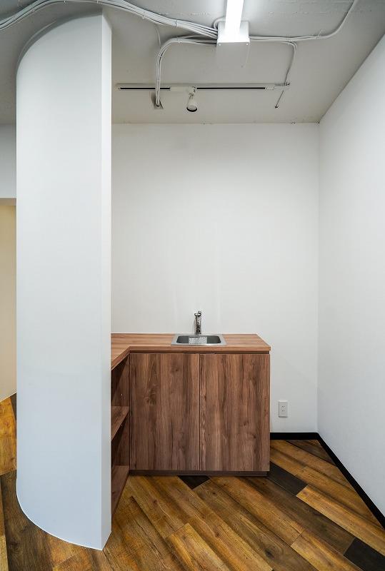 【セットアップ】外苑前~青一、約20坪。<br>コンパクトでも会議室と男女別トイレを用意