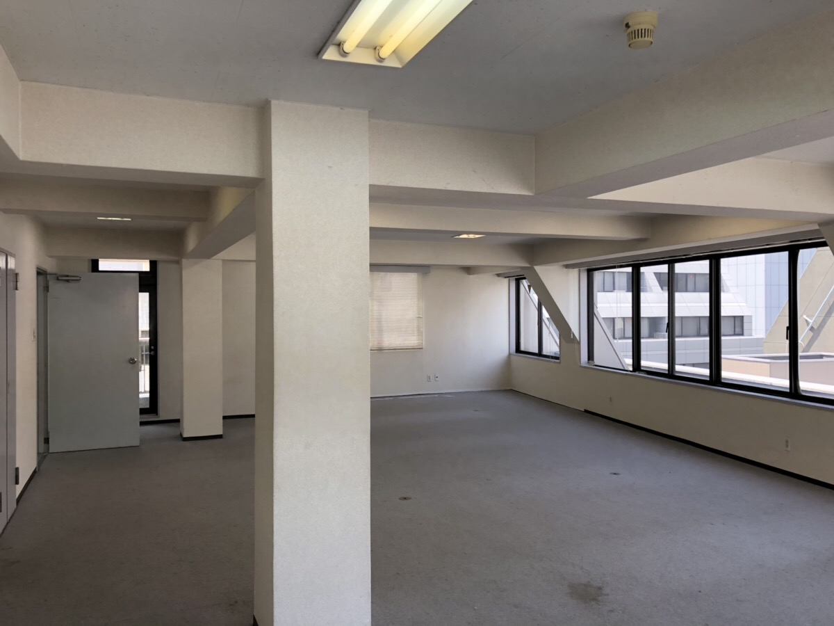本町駅から徒歩2分。1フロア1テナントで<br>2面採光が確保できる明るい居抜きオフィス!