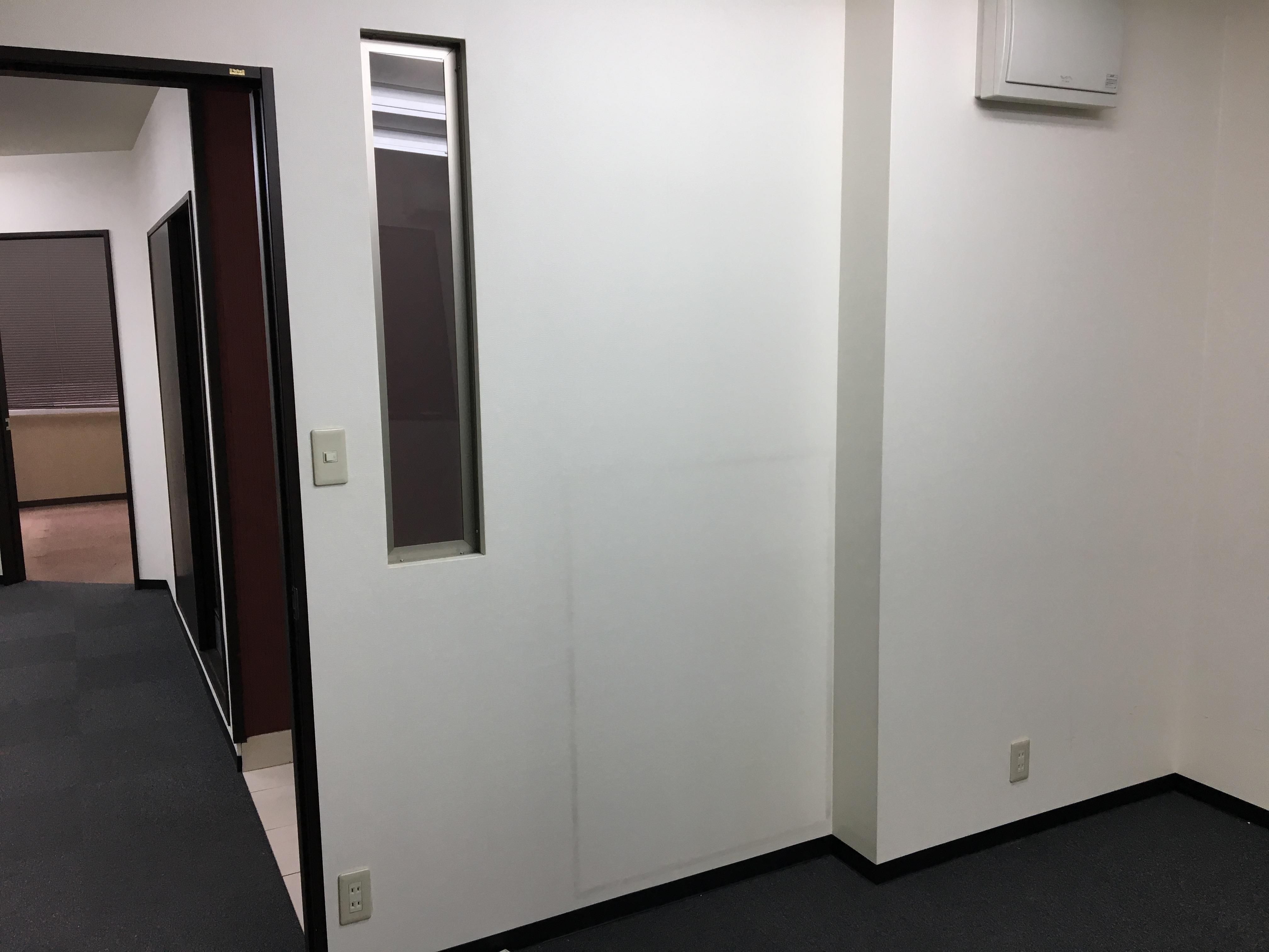 複数のお部屋に分割されたメゾネットタイプ<br>の居抜きオフィス。本町駅からは徒歩2分!