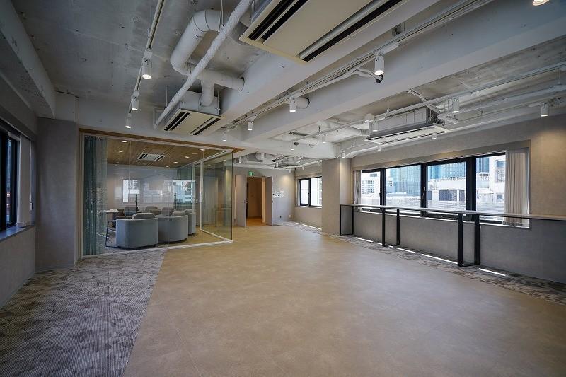 【セットアップ】神田、約40坪。<br>会議室付きのシックで美しい内装