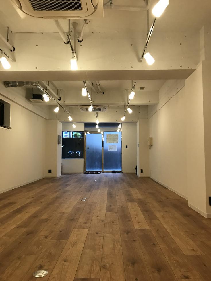 【デザイナーズ】市ヶ谷、約20坪。 フローリングがおしゃれな半地下オフィス