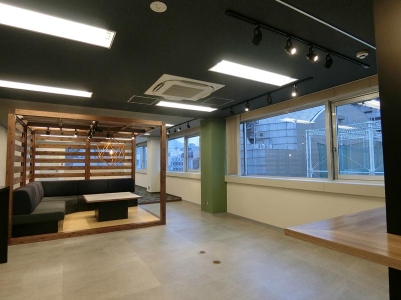 【セットアップ】渋谷、約30坪。<br>可動式の会議室がイマドキなデザイン