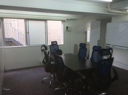 【居抜き】東新宿、約30坪。<br>シンプルな家具付きオフィス