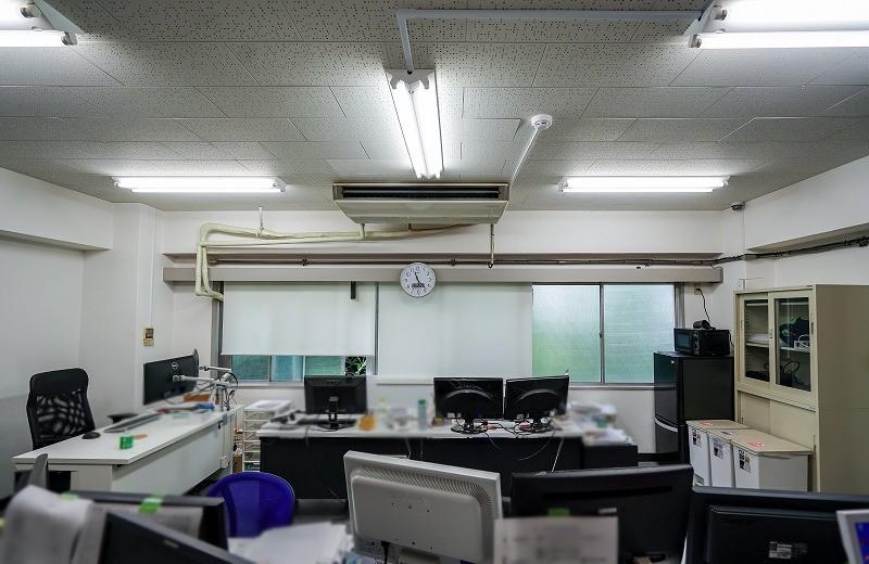【居抜き】駒込、約20坪。駅近。<br>カフェ入居中ビルの会議室付きオフィス