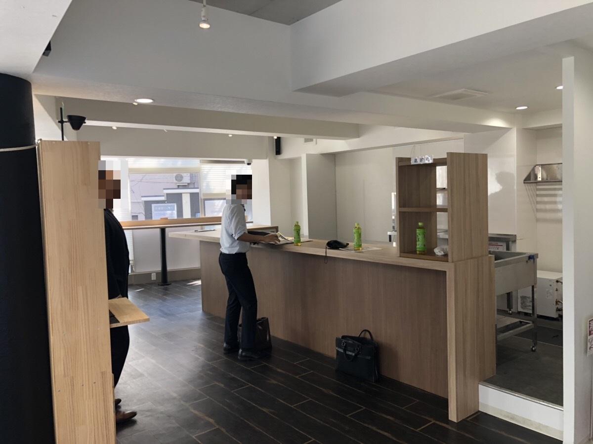 【居抜き】北新地、約15坪。元カフェ。<br>カウンターキッチン付きのデザインビル