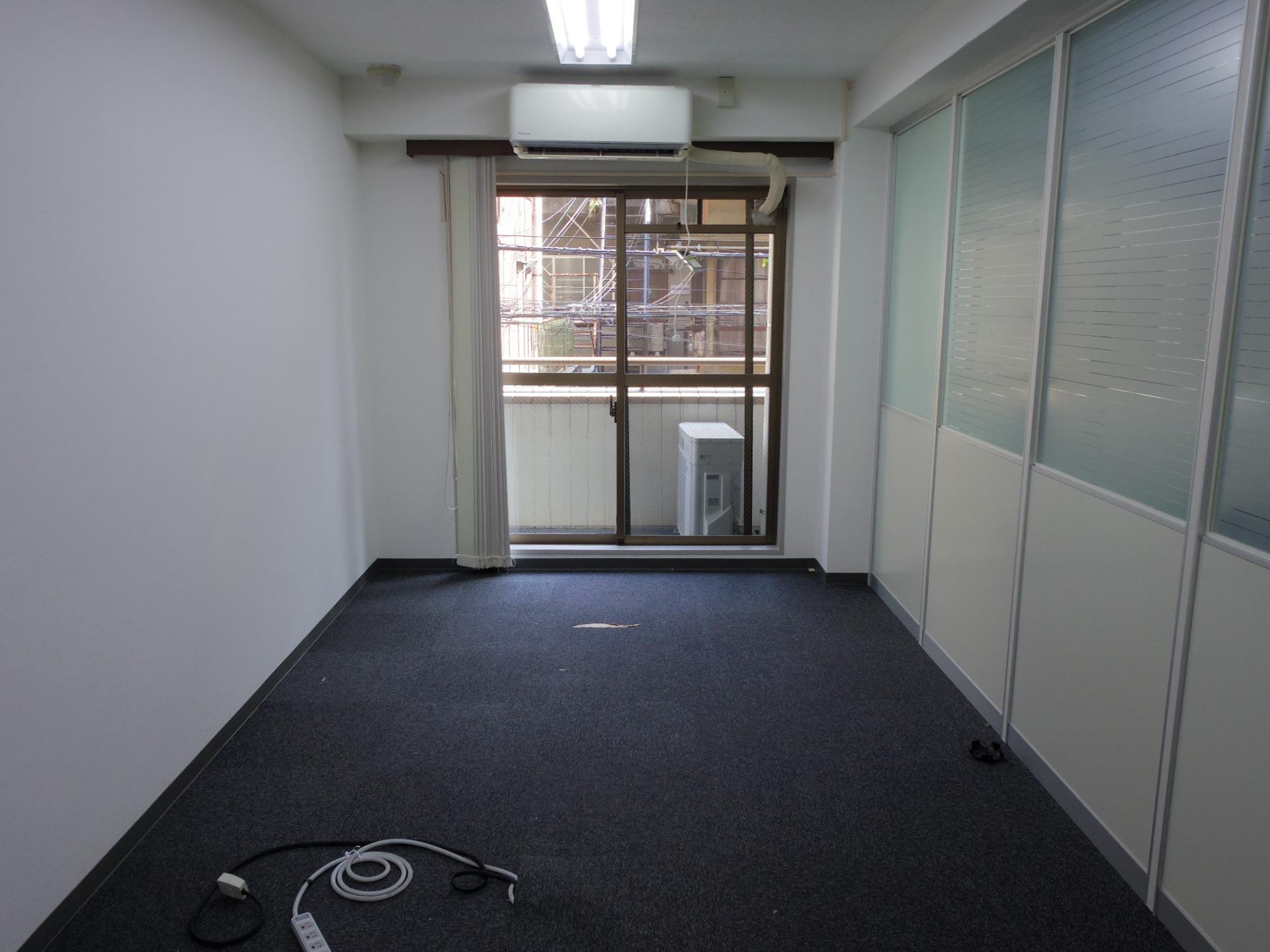 【居抜き】曙橋、約80坪。駅チカ。<br>効率よく使えるスタイリッシュな個室×3