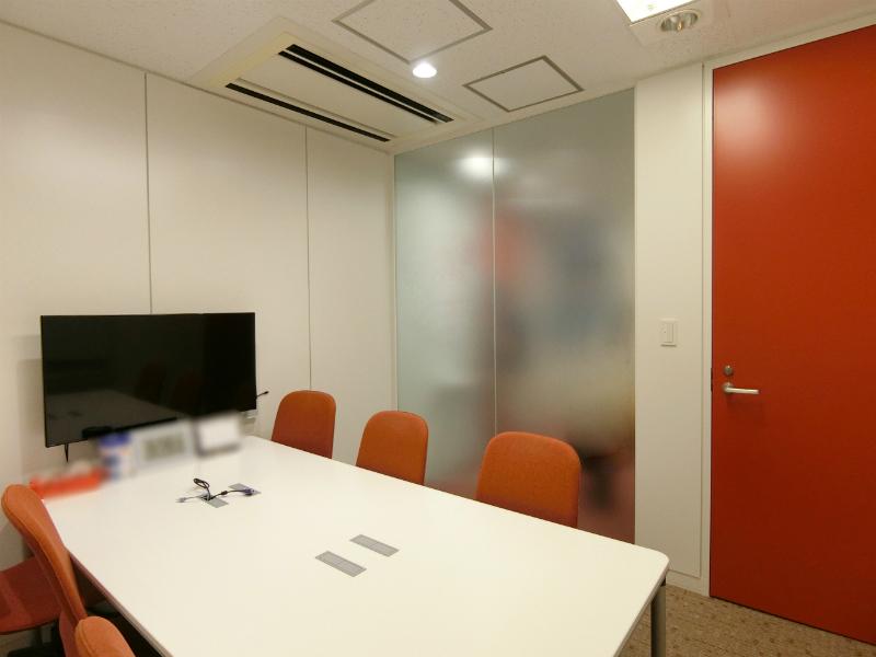 【居抜き】都庁前、約60坪。ハイグレード。<br>執務室と会議室が各2室の使いやすい内装