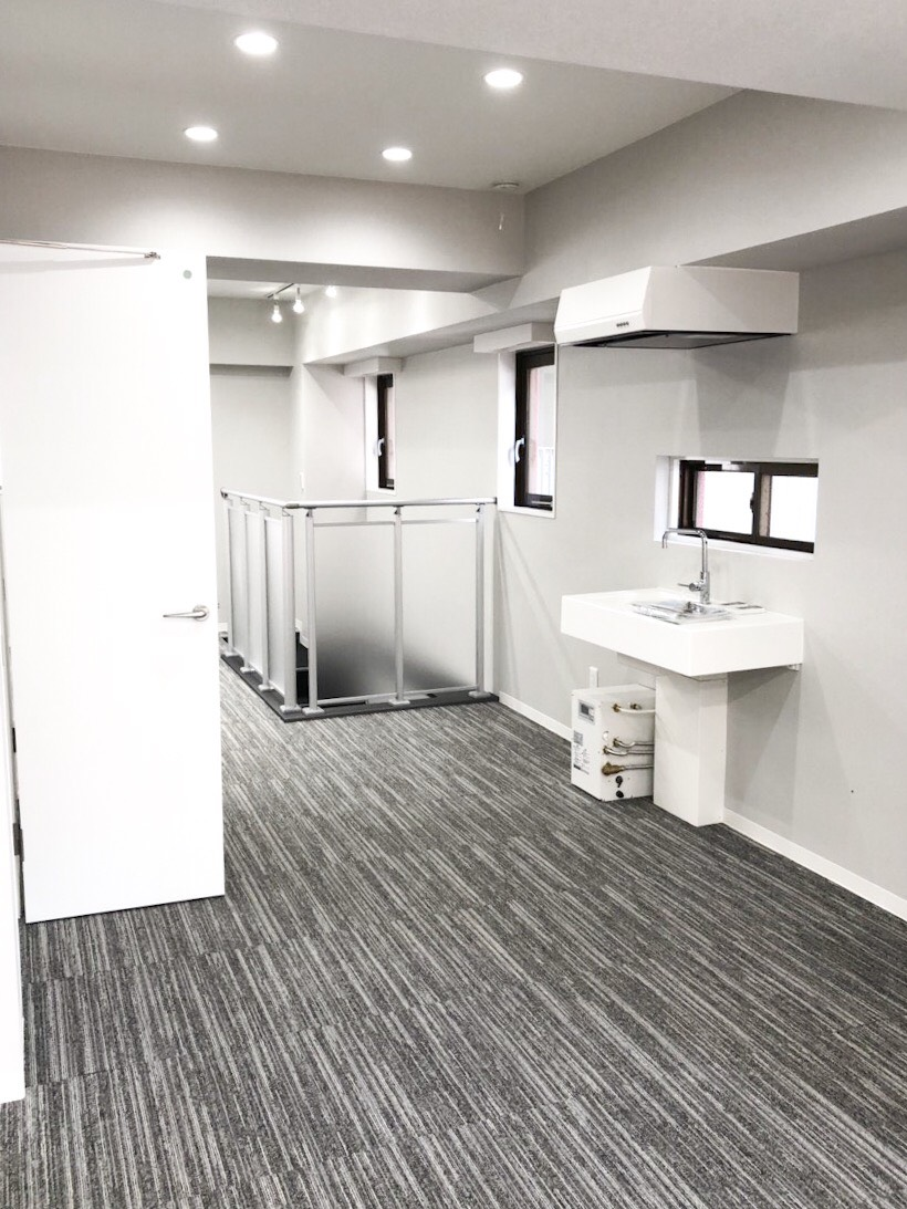 【デザイナーズ】神田、約30坪。<br>バルコニー付きのメゾネットオフィス