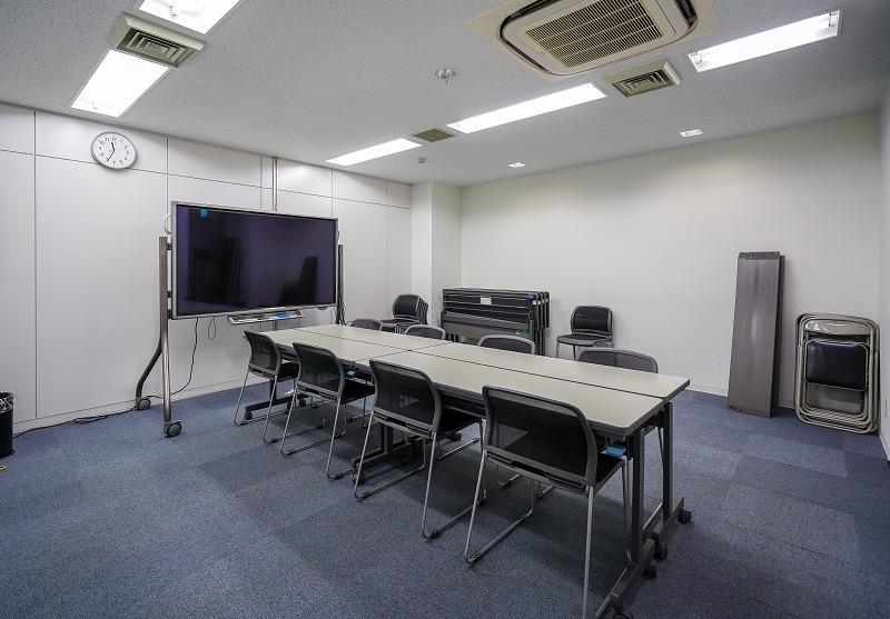 【居抜き】五反田、200㎡超。大通り沿い。 会議室×3、アレンジが効くシンプルな内装