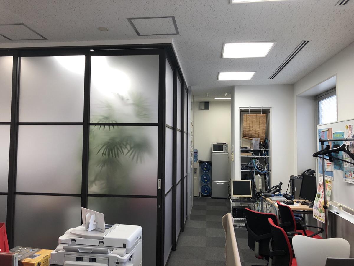 【居抜き】末広町、約30坪。駅チカ最上階<br>可動式パーテーションの眺望良好オフィス