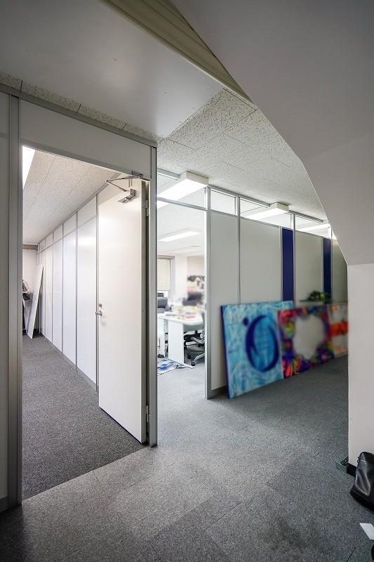 【居抜き】渋谷、約30坪。破格の坪単価。<br>7名用の会議室付きシンプル内装オフィス