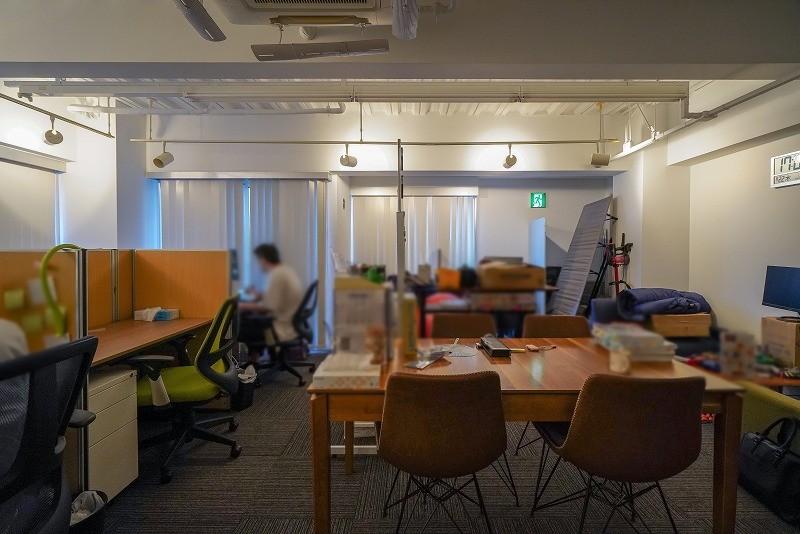 【居抜き】渋谷駅、約15坪。外観美麗。<br>会議室付き天井スケルトンのオフィス