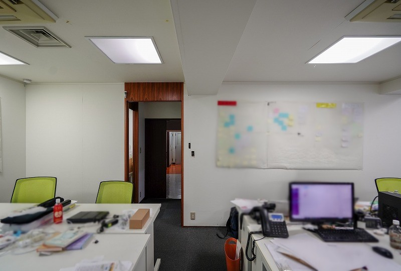 【居抜き】京橋・有楽町、約30坪。<br>執務室×2と会議スペースのあるオフィス