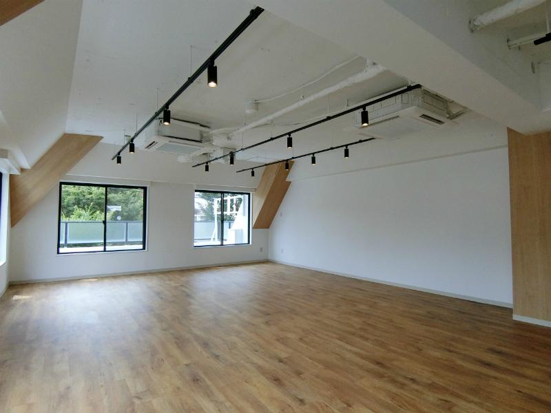 【デザイナーズ】中目黒、約20坪。<br>高い天井、窓から風が吹き抜けるワンルーム