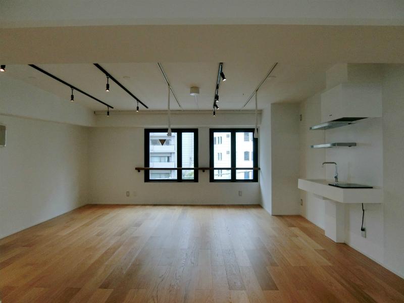 【デザイナーズ】北参道、約30坪。<br>シャワーと男女別トイレ付きリノベフロア