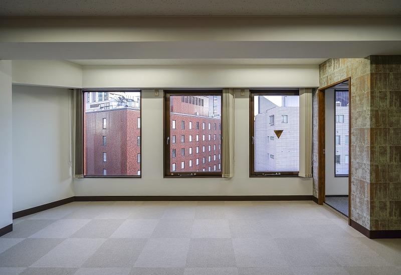 【内装付き】九段下、約60坪。コンビニ至近<br>エイジング感ある内装の会議室×2が魅力