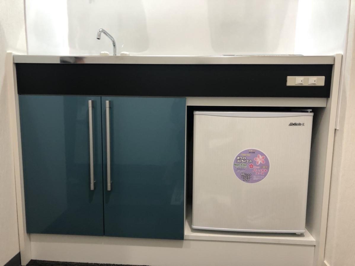 【リノベ】池袋、約6坪。駅近。<br>冷蔵庫付きのまるごと新品オフィス