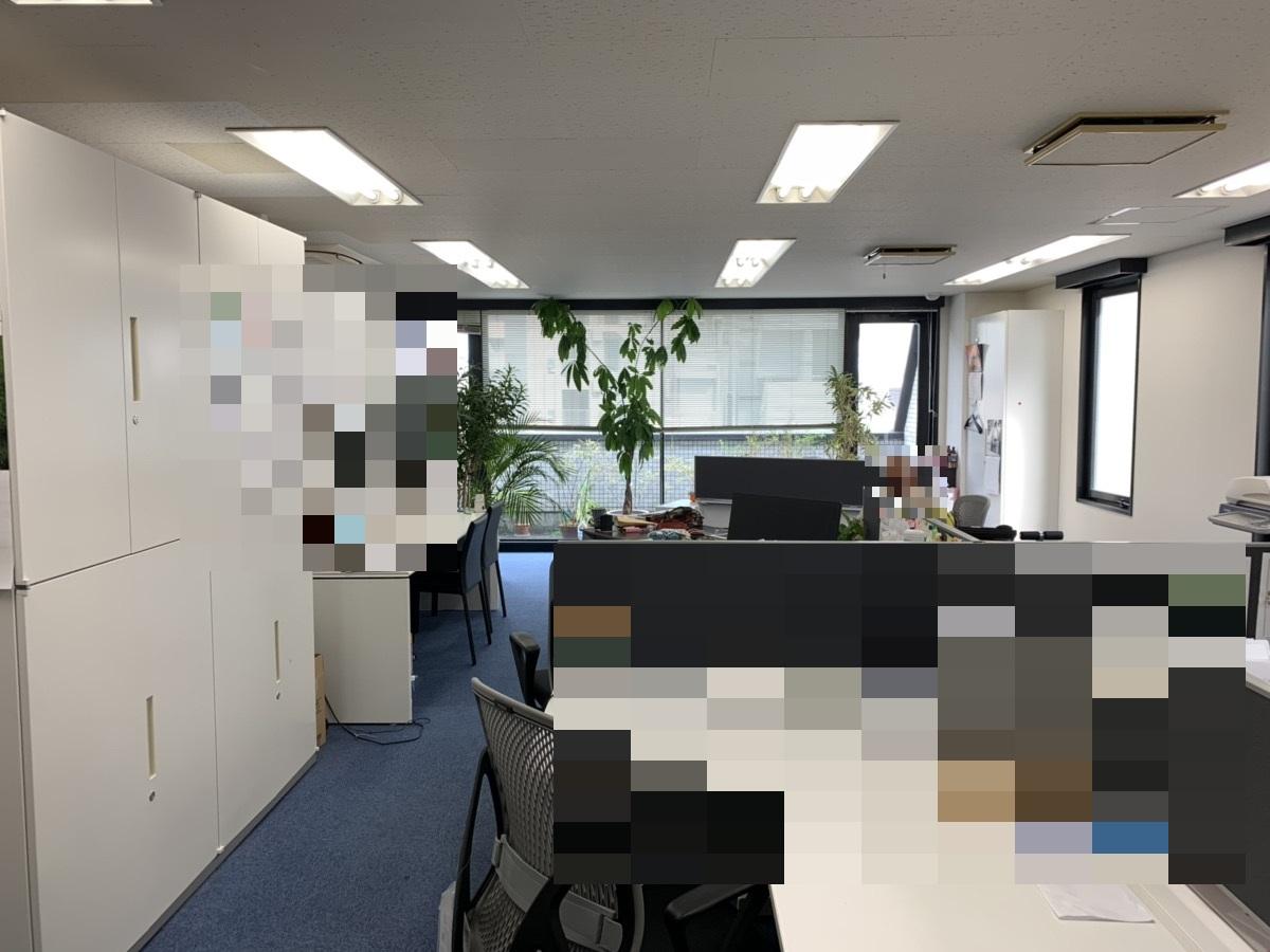【居抜き】赤坂、約30坪。駅近・テラス付き<br>高級感あるエントランス造作のあるオフィス