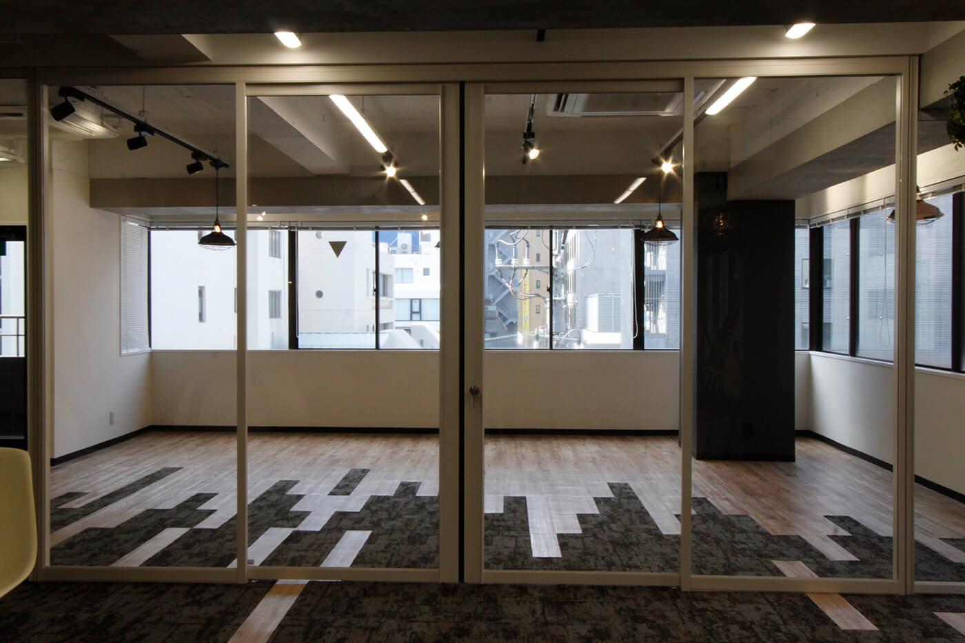 【内装付き】茅場町、約50坪。駅近。<br>受付・会議室・フリースペースをご用意