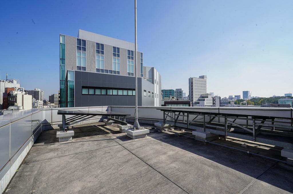 【一棟貸】代々木、約250坪。5階建。<br>会議室造作とウッドデッキテラス付き