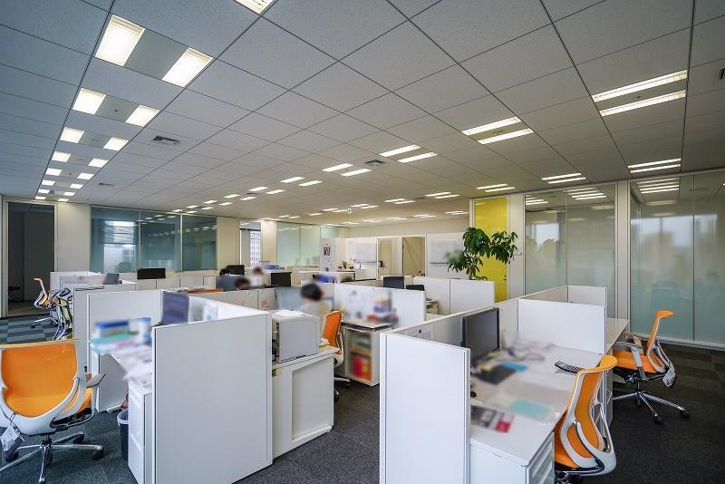 【居抜き】虎ノ門、約80坪。ハイグレード<br>会議室×4と役員室×2の造作付きオフィス