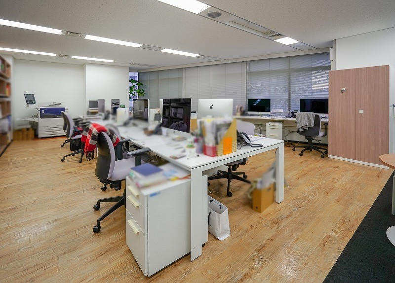 【居抜き】東新宿、100坪超。超貴重。<br>内装美麗な会議室×3付き50名用オフィス