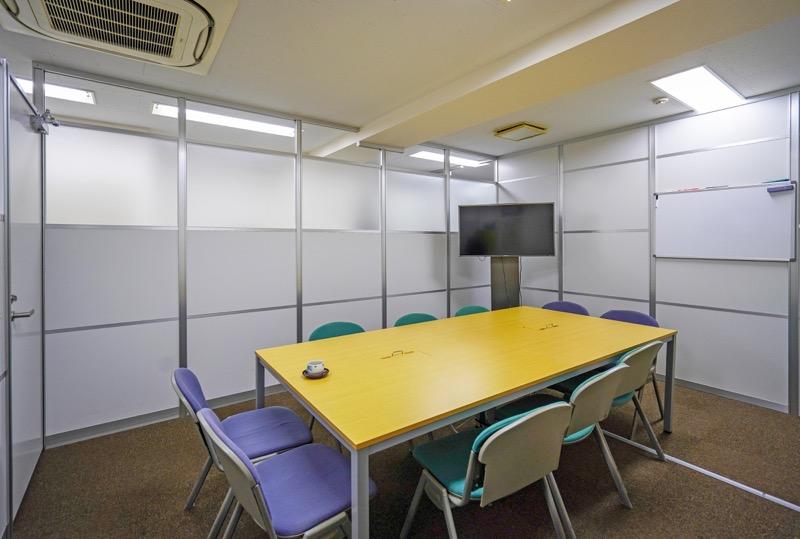 【居抜き】池袋、約25坪。駅チカ。<br>会議室が付いた約10名用オフィス