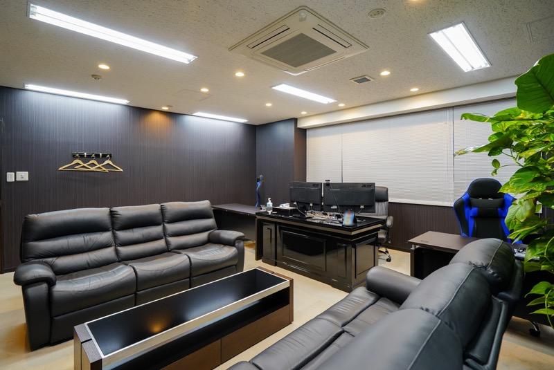 【居抜き】茅場町、50~60坪。駅近。<br>会議室×2・役員室がある屋上付きオフィス