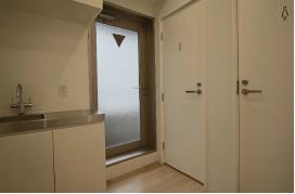 【内装付き】岩本町、約20坪。駅チカ。<br>家具あり会議室とリフレッシュスペース