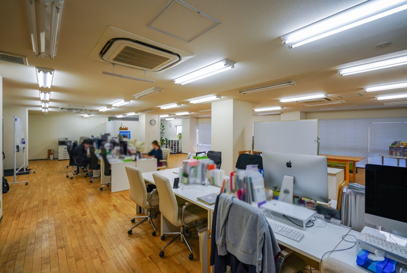 【居抜き】北区・王子、約70坪。<br>広い会議室付きのフローリングオフィス