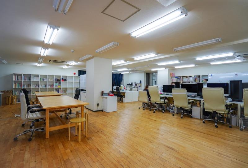 【居抜き】北区・王子、約70坪。 広い会議室付きのフローリングオフィス