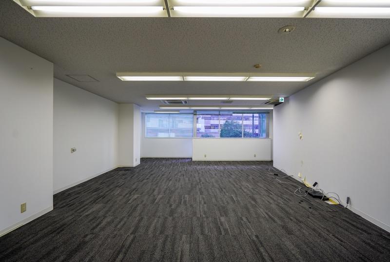 【居抜き】芝浦(最寄:田町駅)、約36.4坪。<br>会議室と倉庫つきオフィス