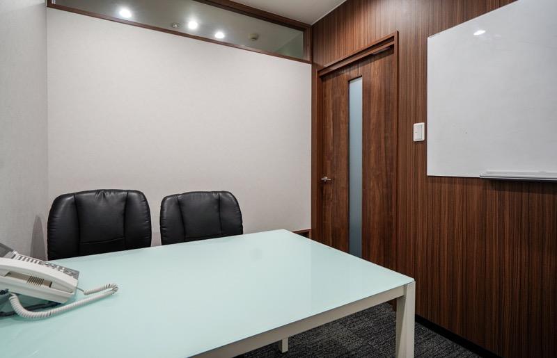【居抜き】渋谷駅、約20坪。<br>会議室1室の造作付きオフィス。