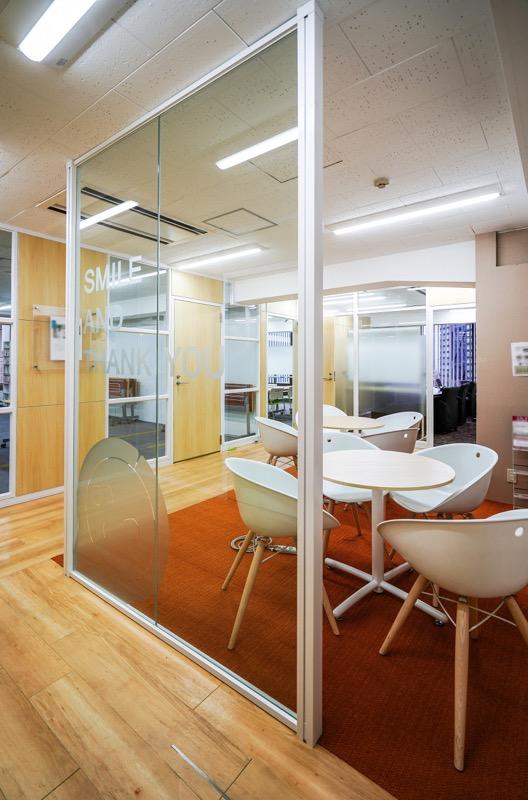 【居抜き】新宿駅、約90坪。会議室2つ<br>大きな研修ルーム1つの居抜きオフィス