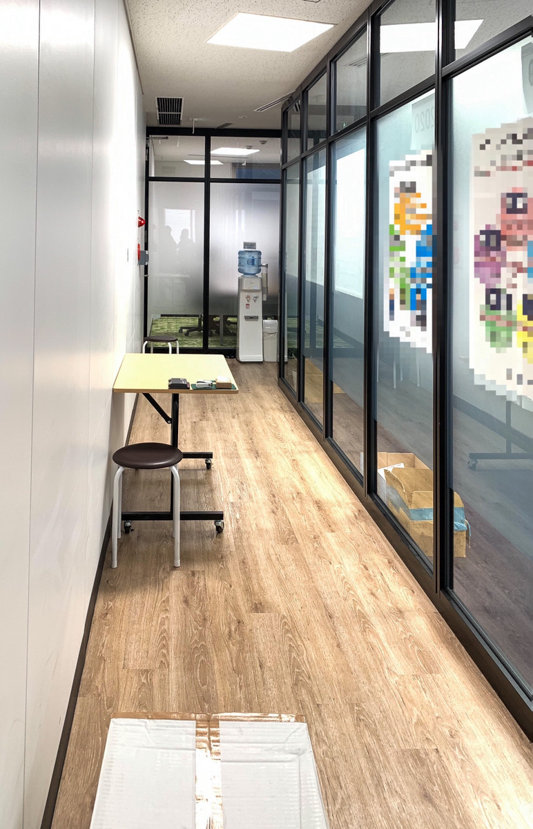 【居抜き】新宿、約50坪、駅徒歩1分<br>受付・会議室×2モダンな雰囲気のオフィス