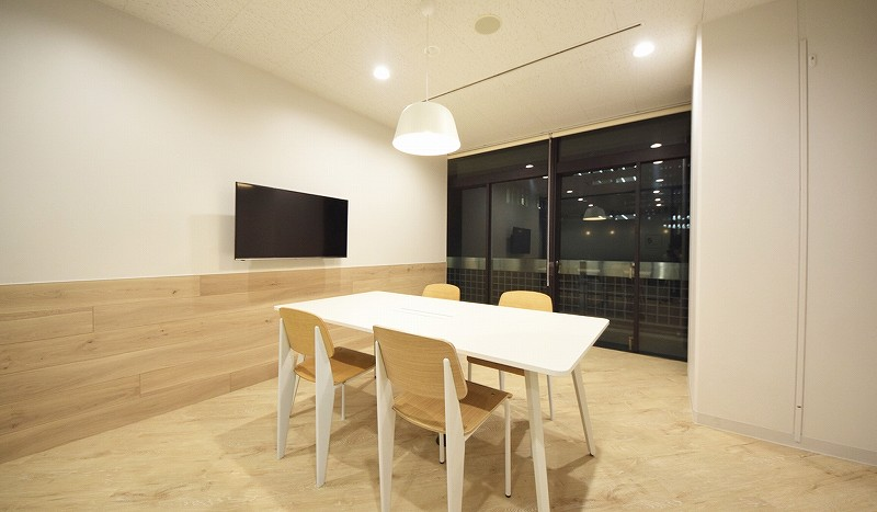 【居抜き】千代田区、約250坪。<br>複数会議室があるおしゃれオフィス