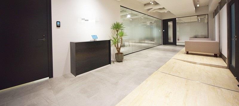 【居抜き】千代田区、約250坪。 複数会議室があるおしゃれオフィス
