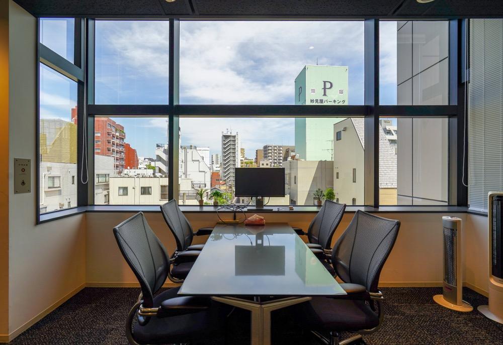 【居抜きご相談】台東区 約100坪<br>複数の個室とセミナーや執務スペースとして使える大空間が共存