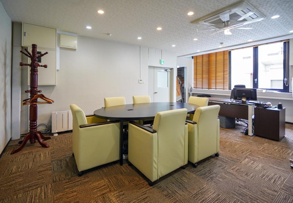 【居抜き】茅場町駅徒歩1分、約80坪。 会議室、社長室の造作付き 完全間仕切り会議室、駅近オフィス