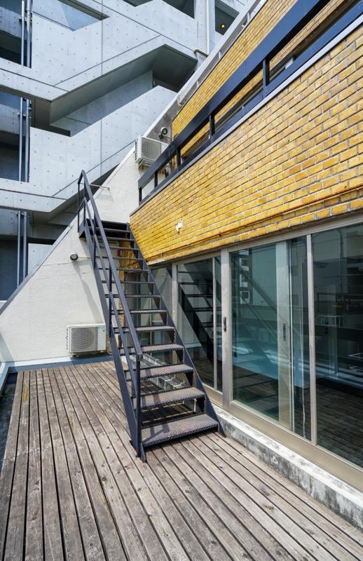 【デザイナーズ】(東日本橋駅)、約35坪。<br>天井スケルトン、バルコニー付きメゾネットオフィス