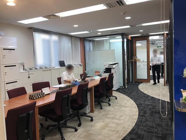 【居抜き】関内駅横浜エリア、約35坪。<br>会議室付き色彩の豊かな居抜きオフィス。