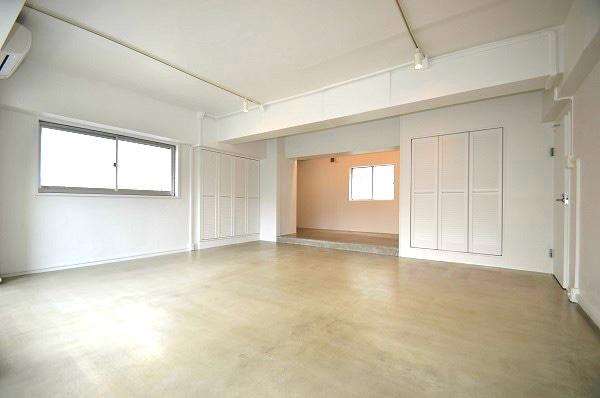 【デザイナーズ】原宿、約25坪。 白を基調としたリノベーションオフィス。