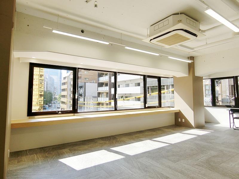 【セットアップ】小伝馬町・人形町、約40坪。 会議室×2、清潔感と明るさがポイント