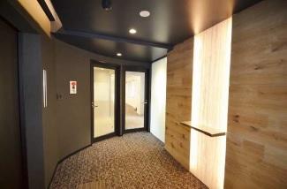 【セットアップ】京橋駅、 デザイン性の内装付きオフィス