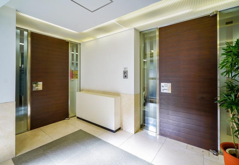 【居抜き】麹町駅、約60坪。会議室6つ シックで落ち着いた居抜きオフィス