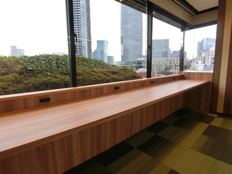 【セットアップ】乃木坂、約80坪。駅近。 ガラスパーテーションの会議室×3付き