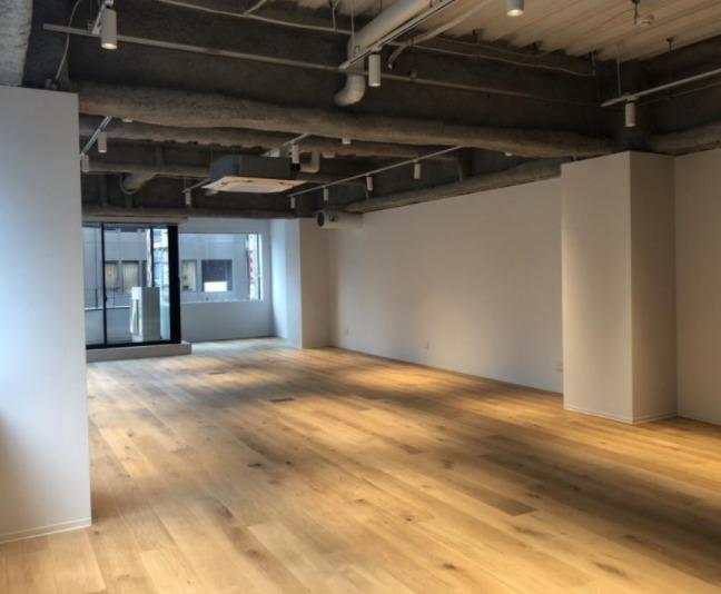 【デザイナーズ】むきだしの天井と無垢材の床がおしゃれ