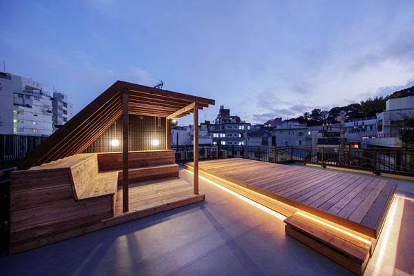 【デザイナーズ】北参道のシェアオフィス 路地裏×リノベ×屋上やサロンの息抜き空間